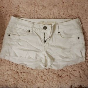 AE WHITE JEAN SHORTS